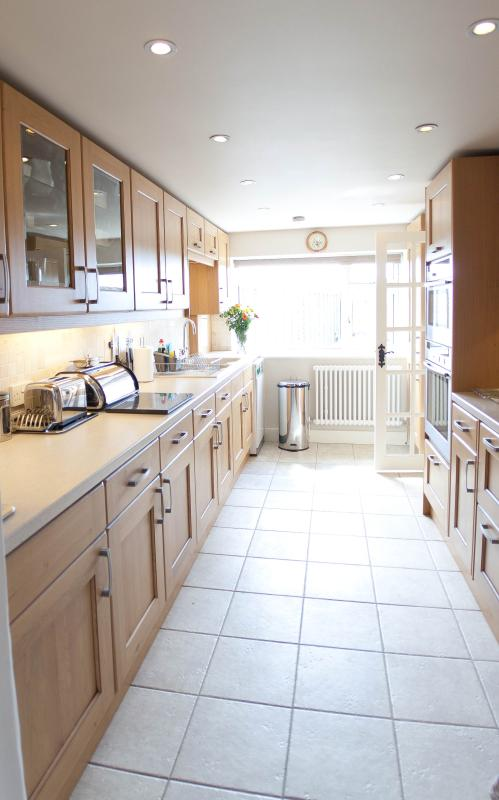 Fully fitted modern kitchen with Neff oven & microwave.