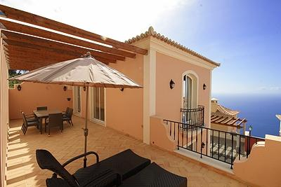 A THREE BEDROOM VILLA / APARTMENT. WONDERFUL SEA VIEWS AND BACK TERRACE/ DOES NOT HAVE A GARDEN