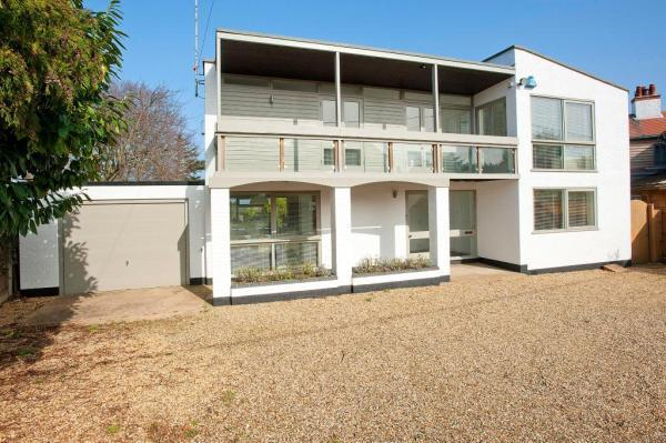 A fabulous modernist house, recently updated, 5 minutes from the beach