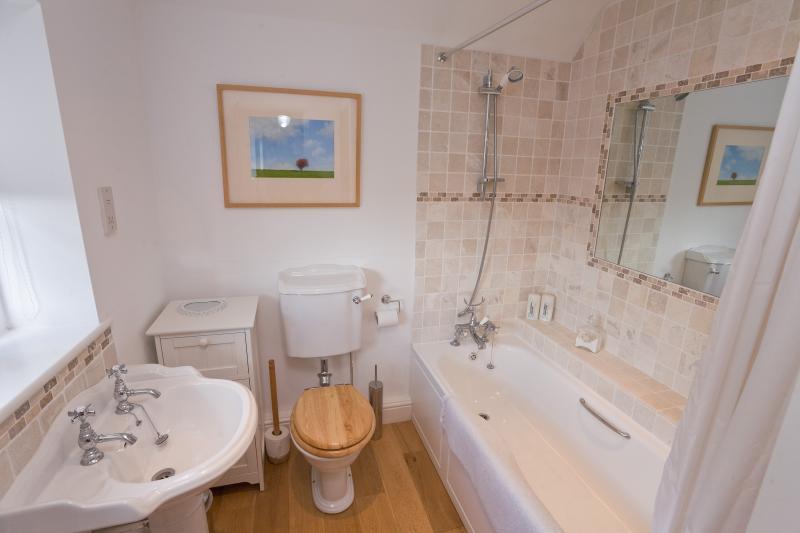 Willow Cottage bath/shower room
