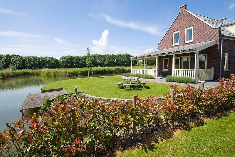 holiday home Zuidland is situated in a quiet position