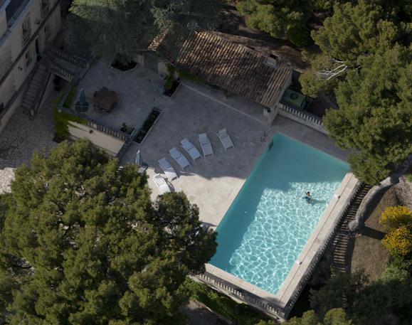 Der private Pool 12 x 6 m und seiner abgeschiedenen Terrasse