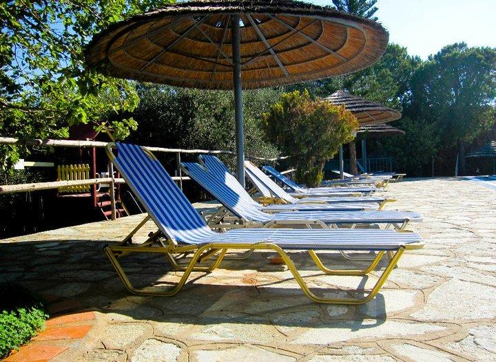 Plenty free sun-loungers available at the pool for each guest.