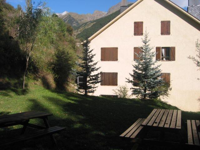 Apartamento 5 personas amueblado, salón con chim.., holiday rental in Sallent de Gallego