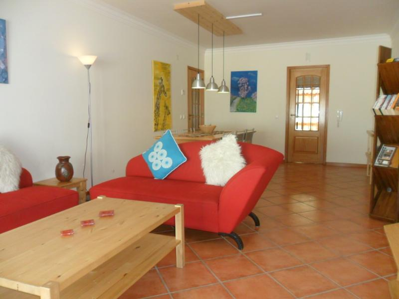 Comfortable living & dining room with flat screen TV & free internet access