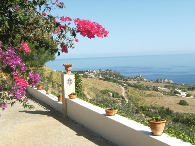 Villa Ceciila, Detached with stunning sea view., holiday rental in Castellammare del Golfo