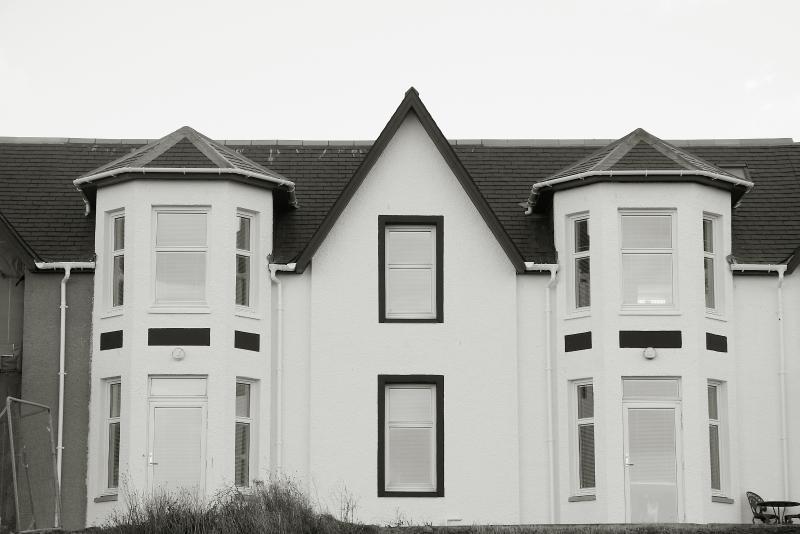 Buitenaanzicht - openslaande deuren van woonkamer naar buiten
