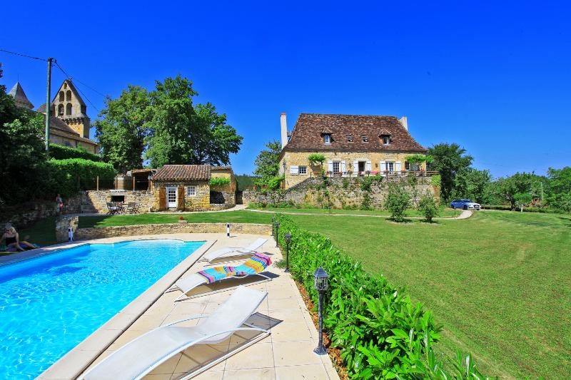 Le presbytere Manor, 5*, 16 th, Heated pool, Air Condit.1 Hectare parkland close, vacation rental in Grolejac