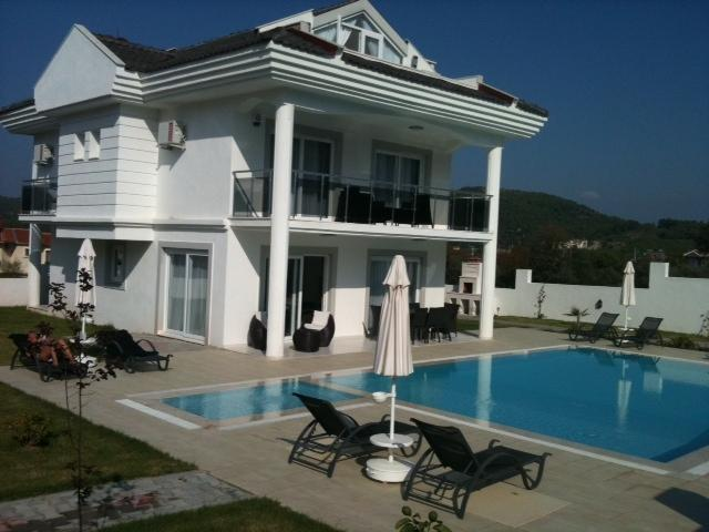 Gold Villa 10 - aka 'the big white one'