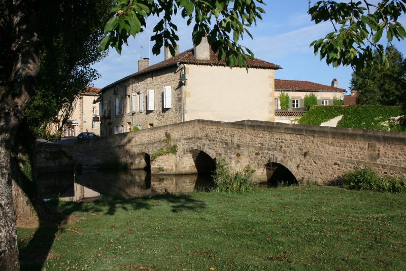 Ancienne Gendarmerie, alongside the River Clain and next to the medieval bridge in Pressac