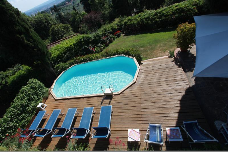 The swimmingpool deck