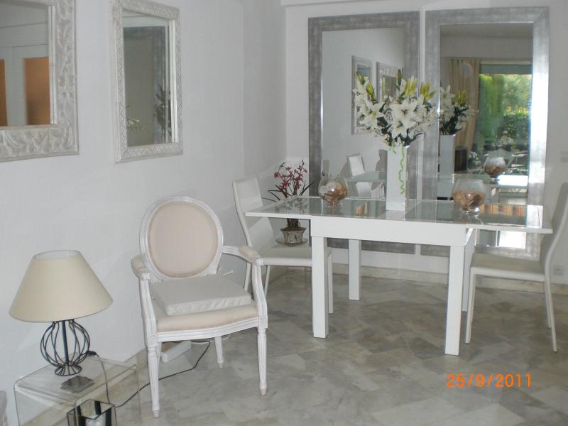 The living room & dining area