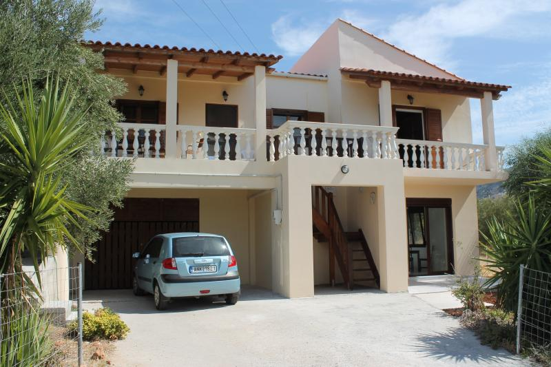 large modern family house with separate apartment on ground floor in Pyrgos, Sissi, Crete