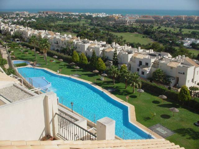 Great views on pool and Almerimar area