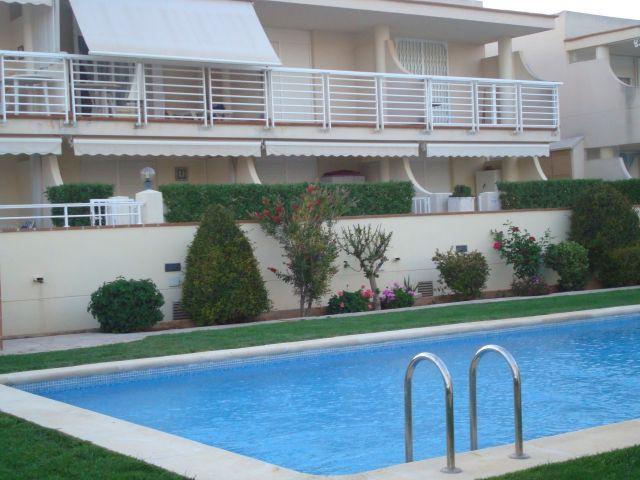 Estudio en Vinarós, ideal, para parejas con dos niños. Con plaza de garaje., holiday rental in Vinaros