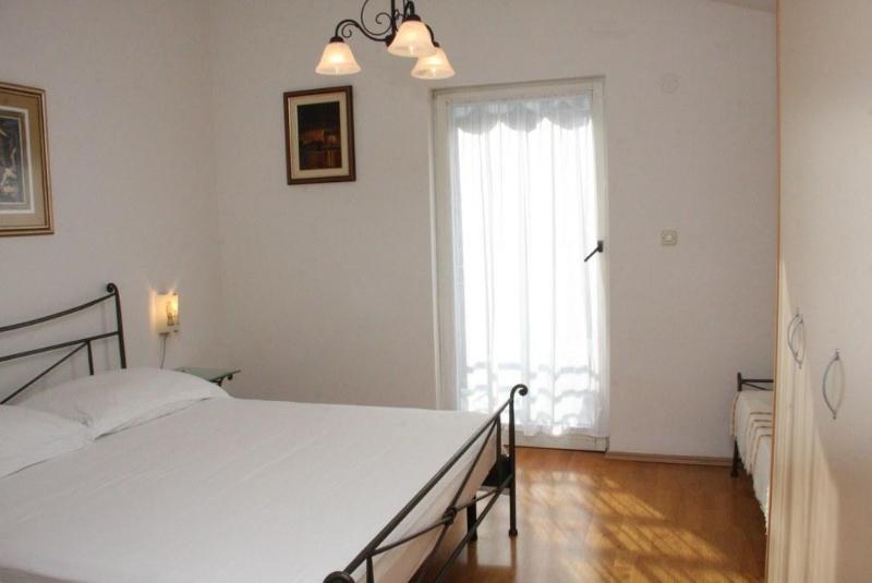 bedroom large bed