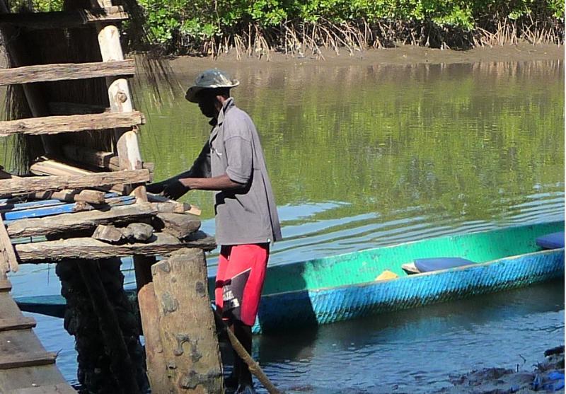 Lamin amarrer le bateau au Sénégal !