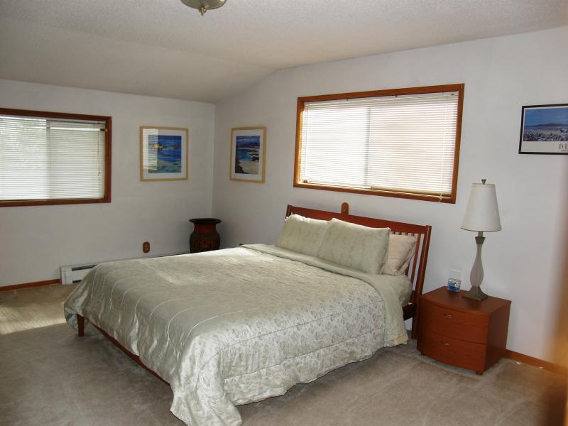 2nd king bedroom upstairs