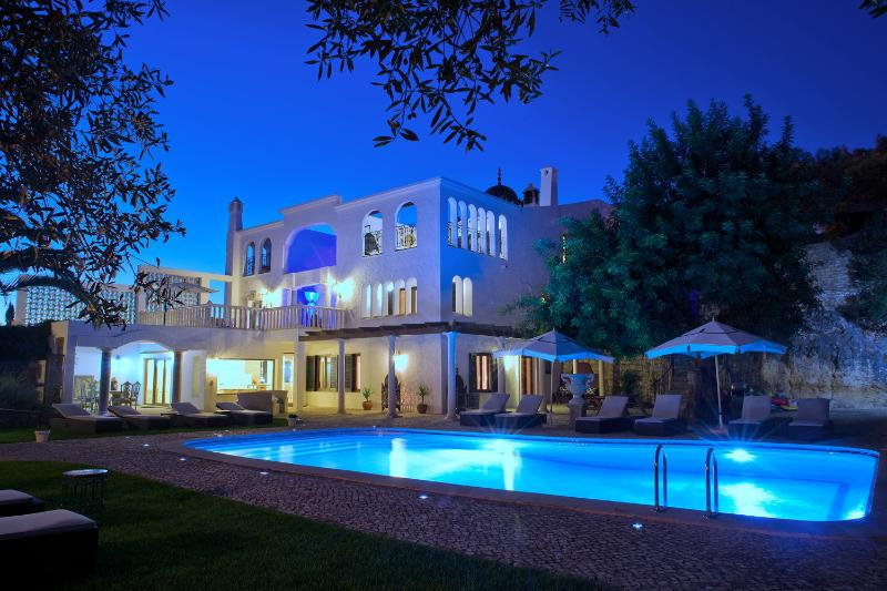 PALATIAL  7 Bed  7 Bath Villa,book with confidence. Tourist license 26007 AL, vakantiewoning in Carvoeiro