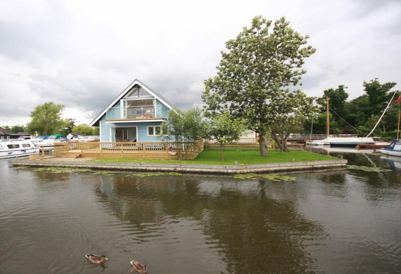 MALLARD VIEW, HORNING - Nofolk Broads Riverside  - Norfolkrivercottages, location de vacances à Salhouse