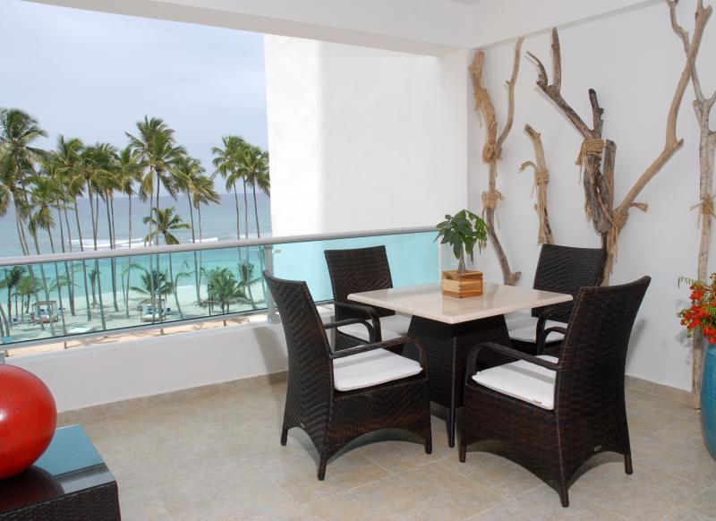 """Ontbijt of diner in het balkon """"oceanfront"""" is een onvergetelijke ervaring."""