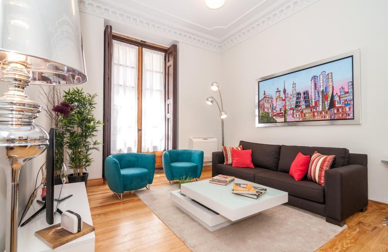 PUERTA DEL SOL MADRID LUJO Y CALIDAD EN EL CENTRO DER LA CIUDAD, alquiler de vacaciones en Madrid