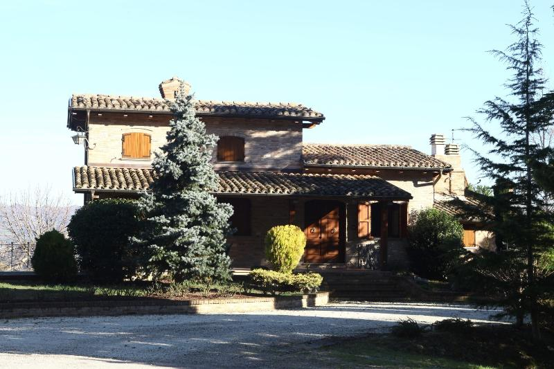 Villa San Fiorano, holiday rental in Serra Sant'Abbondio