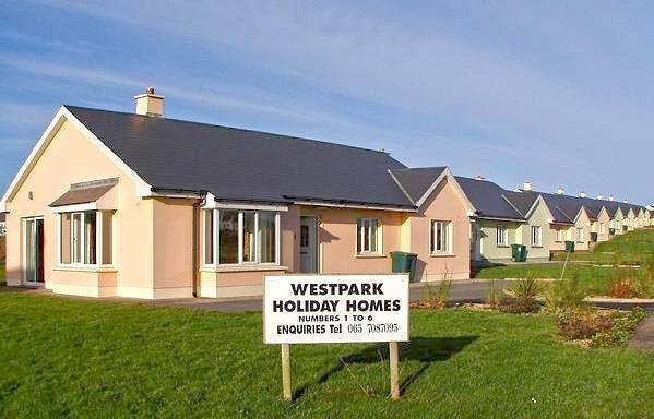 Westpark Holiday Home. Spanish Point. 150mts from Armada Hotel, 400mts from beach.