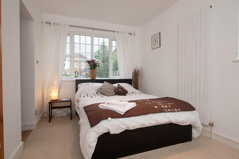 Groundfloor bedroom, wheelchair access - on suite..