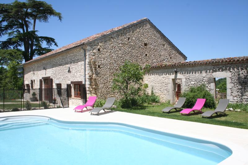 Beautiful 3 bed stone country cottage with private heated pool in Monflanquin, vacation rental in Cancon