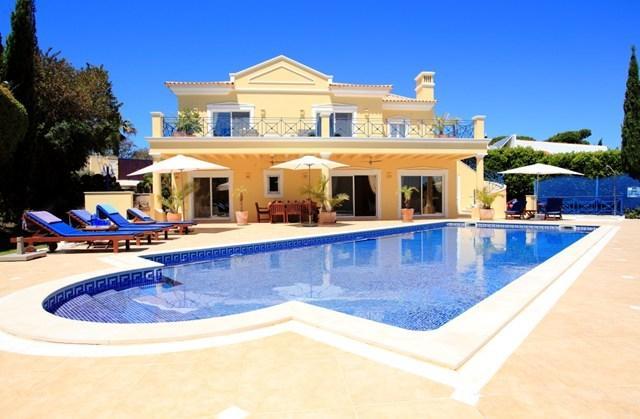 Modern, luxury villa with large private heated (optional) pool, sleeps 8 people,great location
