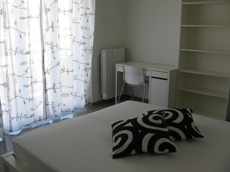 the black&white room