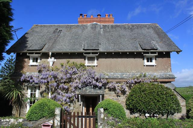 Cornish Cottage, Arts and Crafts cottage. English heritage listed grade 2. Great charm