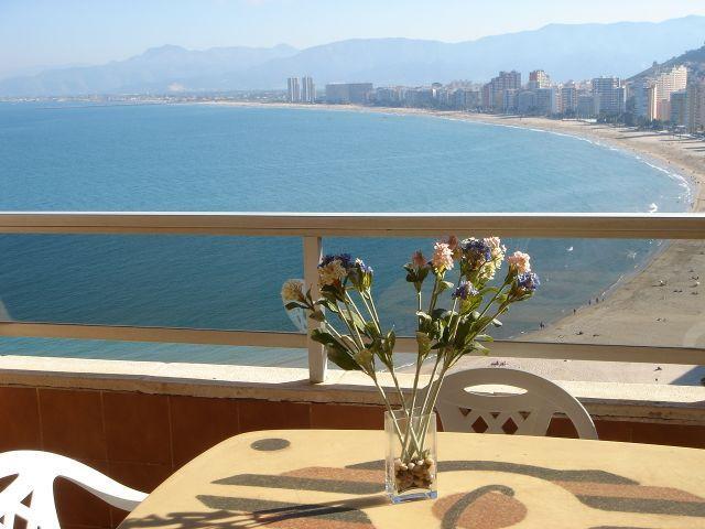Terraza, una vista espectacular sobre toda la bahía de los Naranjos.