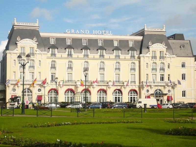 Le Grand Hôtel est à 350 m de la maison