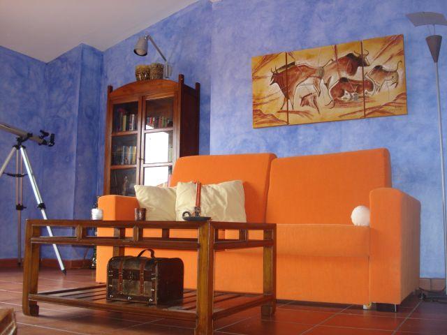 Salón con sofá cama doble.