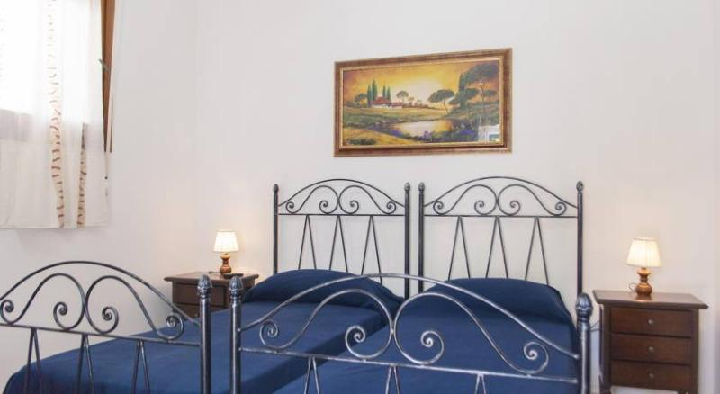 ROOM CESARIA; 0 DOUBLE TWIN BEDS