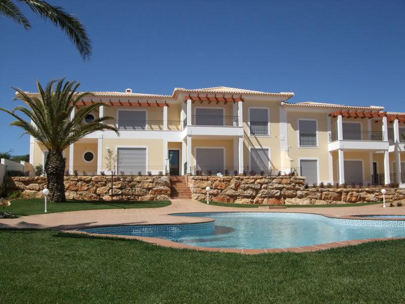 1st Floor Luxury Apartment with Pool, Whirlpool, Gardens & View to Sea