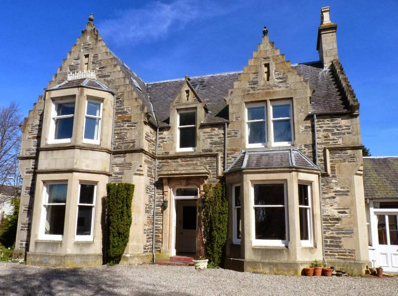 The Pines House - Large Luxury Victorian Villa, holiday rental in Badenoch and Strathspey