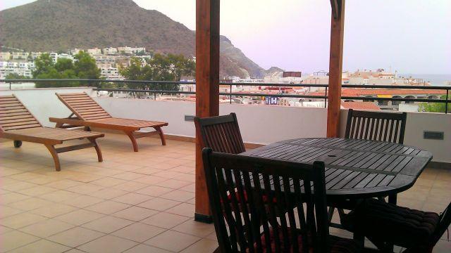 Terraza de más de 50 metros cuadrados con visas al pueblo y al mar