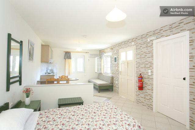 DELIGHTFUL STUDIO ONLY 5 MIN.WALK FROM CRYSTAL WATER SANDY BEACH