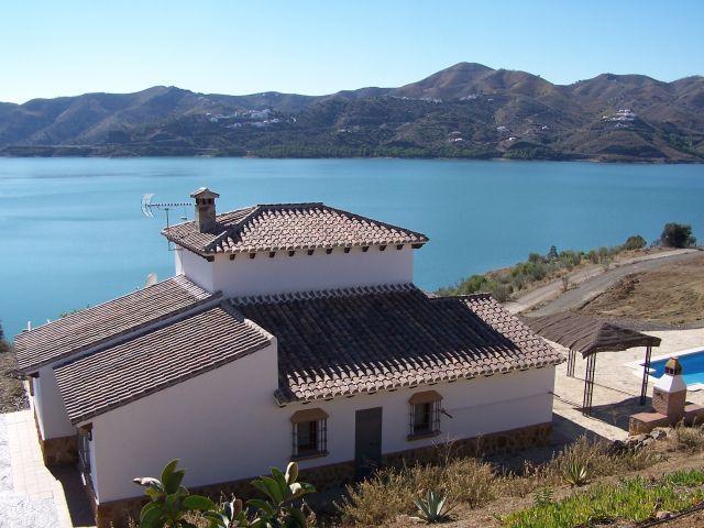 Casa la Solana en el Pantano de la Viñuela, alquiler vacacional en Viñuela