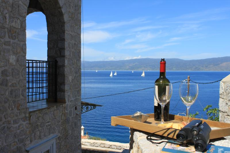 Majestic Sea View Apartment, holiday rental in Hydra