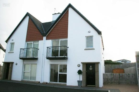 Luxury Holiday Home from Home with woodburning stove, 3 bedroom, quiet central location