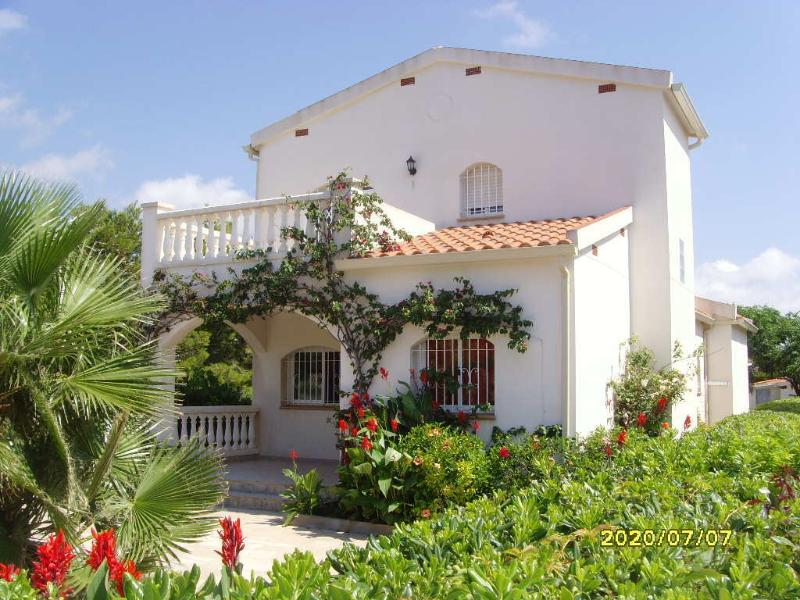CASA CON PISCINA Y BARBACOA Para 9 personas, ideal para ir con tus amigos, holiday rental in L'Ametlla de Mar