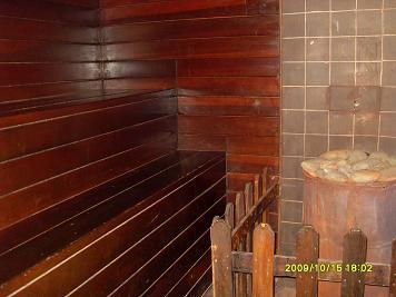 This is the dry sauna that you get to have for 1 hour at no extra charge!