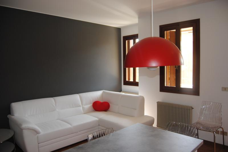 Vittorio Veneto apartment Central, Garage, 4 peop, vacation rental in Conegliano