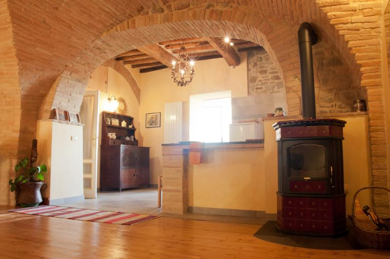 House from 1400 near Assisi, vacation rental in Bettona