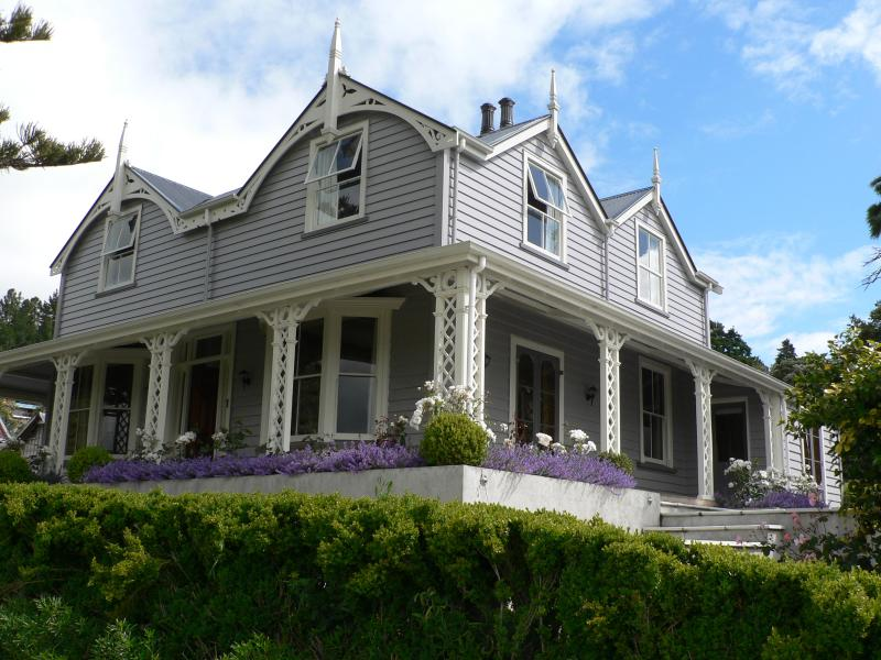 Akaroa House - Peaceful Bed and Breakfast with fabulous views. Fully restored 1884 heritage house
