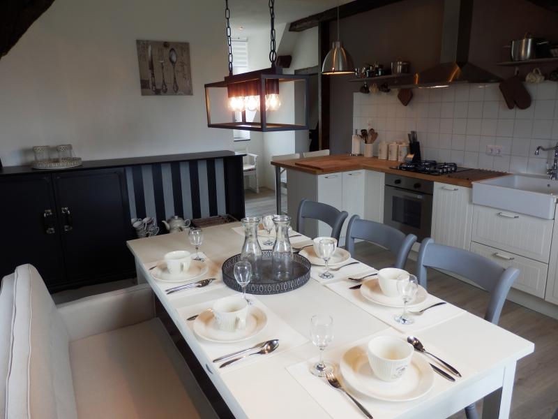 Dining and kitchen - Suite Calville d'aout